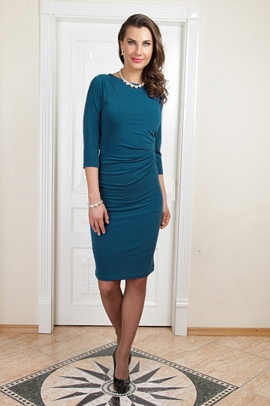 ПлатьеПлатья<br>Чудесное платье обтягивающего силуэта. Модель выполнена из приятного трикотажа, с подкладом. Отличный выбор для любого случая.  Цвет: синий  Параметры (обхват груди; обхват талии; обхват бедер): 44 размер - 88; 66,4; 96 см 46 размер - 92; 70,6; 100 см 48 размер - 96; 74,2; 104 см 50 размер - 100; 90; 106 см 52 размер - 104; 94; 110 см 54-56 размер - 108-112; 98-102; 114-118 см 58-60 размер - 116-120; 106-110; 124-130 см<br><br>Горловина: С- горловина<br>По длине: До колена<br>По материалу: Трикотаж<br>По рисунку: Однотонные<br>По силуэту: Обтягивающие<br>По стилю: Повседневный стиль<br>По форме: Платье - футляр<br>По элементам: Со складками<br>Рукав: Рукав три четверти<br>По сезону: Осень,Весна<br>Размер : 48,52,54<br>Материал: Холодное масло<br>Количество в наличии: 3