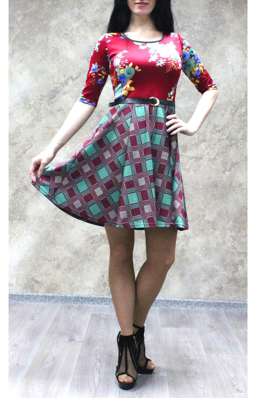 ПлатьеПлатья<br>Цветное платье с рукавами до локтя. Модель выполнена из плотного трикотажа. Отличный выбор для любого случая. Платье без пояса.  Просим учесть, что платье обтягивающего силуэта, для более свободного прилегания выбирайте на размер больше.  В изделии использованы цвета: бордовый, бирюзовый и др.  Ростовка изделия 170 см.<br><br>Горловина: С- горловина<br>По длине: До колена<br>По материалу: Трикотаж<br>По рисунку: Геометрия,Растительные мотивы,С принтом,Цветные,Цветочные<br>По стилю: Повседневный стиль<br>По форме: Платье - трапеция<br>Рукав: Рукав три четверти<br>По сезону: Осень,Весна,Зима<br>По силуэту: Приталенные<br>Размер : 48,50,52,54,56,58<br>Материал: Трикотаж<br>Количество в наличии: 21