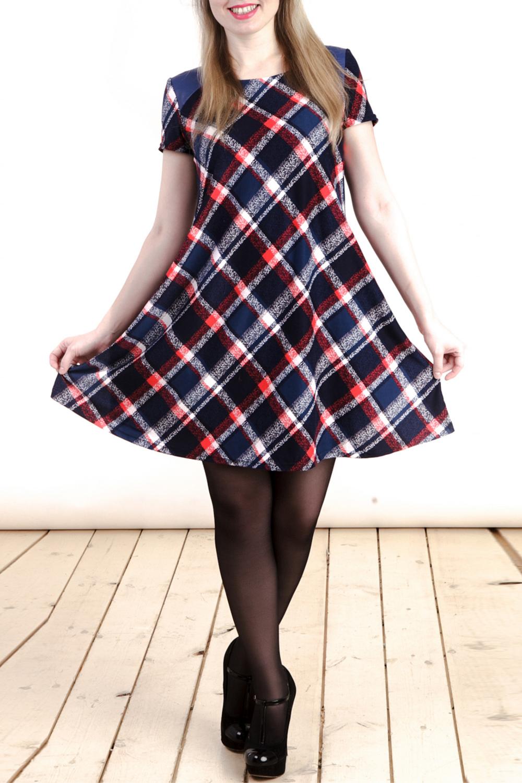 ПлатьеПлатья<br>Красивое платье трапециевидного силуэта с короткими рукавами. Модель выполнена приятного трикотажа. Отличный выбор для повседневного гардероба.  В изделии использованы цвета: синий, черный, красный и др.  Длина изделия: 44 размер - 82 см 46 размер - 83 см 48 размер - 84 см 50 размер - 85 см 52 размер - 86 см 54 размер - 87 см  Рост девушки-фотомодели 161 см<br><br>Горловина: С- горловина<br>По длине: До колена<br>По материалу: Вискоза,Трикотаж<br>По рисунку: С принтом,Цветные,В клетку<br>По силуэту: Полуприталенные<br>По стилю: Повседневный стиль<br>По форме: Платье - трапеция<br>Рукав: Короткий рукав<br>По сезону: Лето<br>Размер : 44,46,50,54<br>Материал: Холодное масло<br>Количество в наличии: 5
