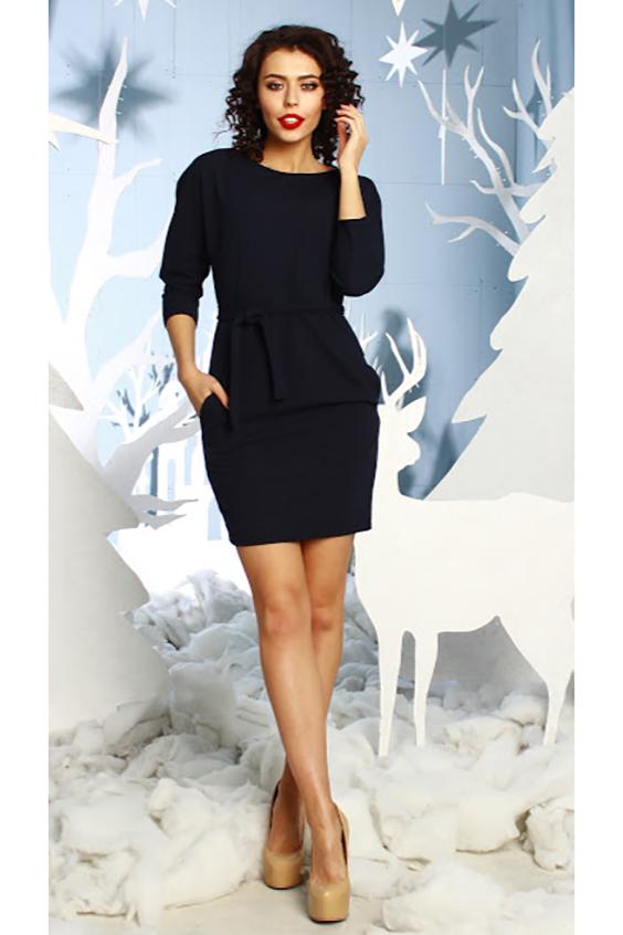 ПлатьеПлатья<br>Платье из плотного трикотажного полотна с небольшим эффектом жатки прилегающего силуэта с цельнокроенным рукавом 3/4 и внутренними боковыми карманами; вырез - лодочка. Очаровательное платье для любого типа фигуры. Так много стильных комбинаций сразу рождается в голове, ведь его можно носить и как тунику Платье без пояса.  Длина изделия от 87 см до 93 см, в зависимости от размера.  В изделии использованы цвета: черный  Рост девушки-фотомодели 176 см.<br><br>Горловина: Лодочка<br>По длине: До колена<br>По материалу: Вискоза,Трикотаж<br>По рисунку: Однотонные<br>По сезону: Зима,Осень,Весна<br>По силуэту: Приталенные<br>По стилю: Классический стиль,Офисный стиль,Повседневный стиль<br>По форме: Платье - футляр<br>По элементам: С карманами<br>Рукав: Рукав три четверти<br>Размер : 44<br>Материал: Трикотаж<br>Количество в наличии: 1