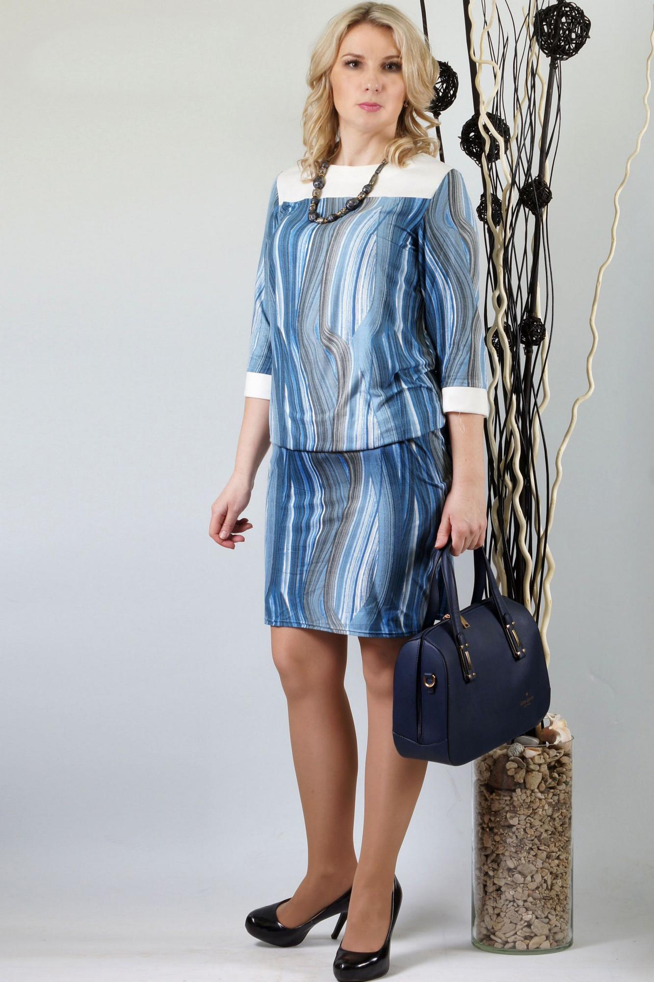 ПлатьеПлатья<br>Комфортное платье свободного кроя из нежной замши. Молочная кокетка освежает образ. Модель подойдет как для работы так и для отдыха. Рукав 3/4.  Длина около 96-110 см. в зависимости от размера  В изделии использованы цвета: голубой, белый, синий  Ростовка изделия 170 см.<br><br>Горловина: С- горловина<br>По длине: До колена<br>По материалу: Вискоза,Замша<br>По рисунку: В полоску,С принтом,Цветные<br>По силуэту: Полуприталенные<br>По стилю: Повседневный стиль<br>По форме: Платье - футляр<br>По элементам: С манжетами<br>Рукав: Рукав три четверти<br>По сезону: Осень,Весна,Зима<br>Размер : 50,52,56,58<br>Материал: Замша<br>Количество в наличии: 5