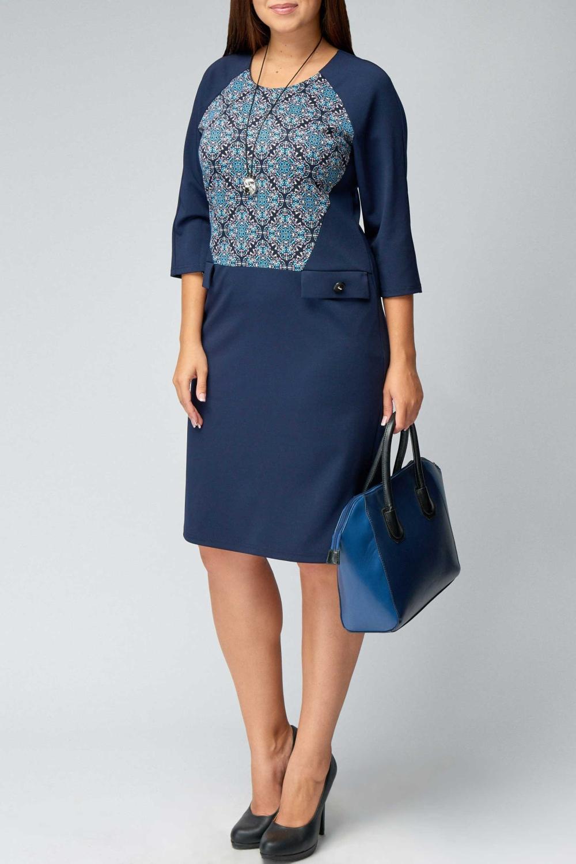 ПлатьеПлатья<br>Цветное платье с круглой горловиной и рукавами 3/4. Модель выполнена из плотного трикотажа. Отличный выбор для повседневного гардероба.  В изделии использованы цвета: синий, голубой и др.  Рост девушки-фотомодели 170 см<br><br>Горловина: С- горловина<br>По длине: Ниже колена<br>По материалу: Вискоза,Трикотаж<br>По рисунку: С принтом,Цветные<br>По силуэту: Полуприталенные<br>По стилю: Повседневный стиль<br>По форме: Платье - футляр<br>По элементам: С декором<br>Рукав: Рукав три четверти<br>По сезону: Осень,Весна,Зима<br>Размер : 54,60<br>Материал: Джерси<br>Количество в наличии: 2
