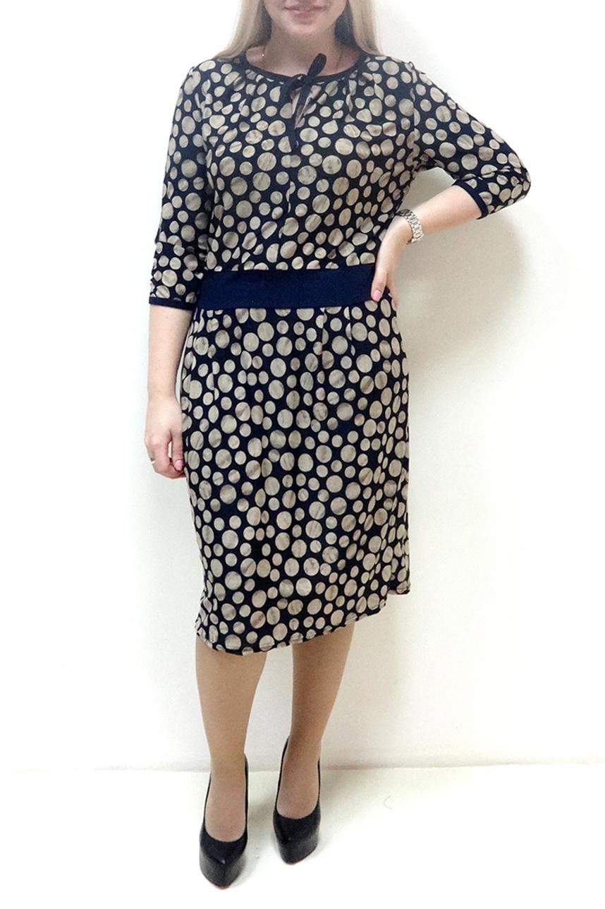 ПлатьеПлатья<br>Красивое женское платье с круглой горловиной и рукавами 3/4. Модель выполнена из приятного материала. Отличный выбор для повседневного гардероба.  В изделии использованы цвета: синий, бежевый  Рост девушки-фотомодели 162 см<br><br>Горловина: С- горловина<br>По длине: Ниже колена<br>По материалу: Вискоза,Трикотаж<br>По рисунку: В горошек,С принтом,Цветные<br>По силуэту: Полуприталенные<br>По стилю: Повседневный стиль<br>По форме: Платье - футляр<br>Рукав: Рукав три четверти<br>По сезону: Осень,Весна<br>Размер : 48,50,52,54,56,58<br>Материал: Холодное масло<br>Количество в наличии: 15