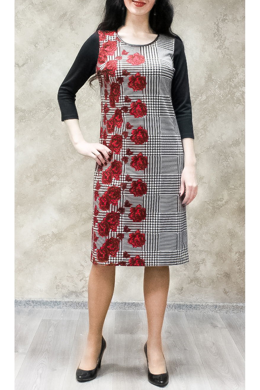 ПлатьеПлатья<br>Цветное платье с круглой горловиной и рукавами 3/4. Модель выполнена из приятного трикотажа. Отличный выбор для любого случая.  В изделии использованы цвета: черный, белый, красный  Ростовка изделия 170 см.<br><br>Горловина: С- горловина<br>По длине: Ниже колена<br>По материалу: Трикотаж<br>По образу: Город,Свидание<br>По рисунку: В клетку,Растительные мотивы,С принтом,Цветные,Цветочные<br>По силуэту: Полуприталенные<br>По стилю: Повседневный стиль<br>По форме: Платье - футляр<br>По элементам: С декором<br>Рукав: Рукав три четверти<br>По сезону: Осень,Весна,Зима<br>Размер : 50,52,54,56,58<br>Материал: Трикотаж<br>Количество в наличии: 21