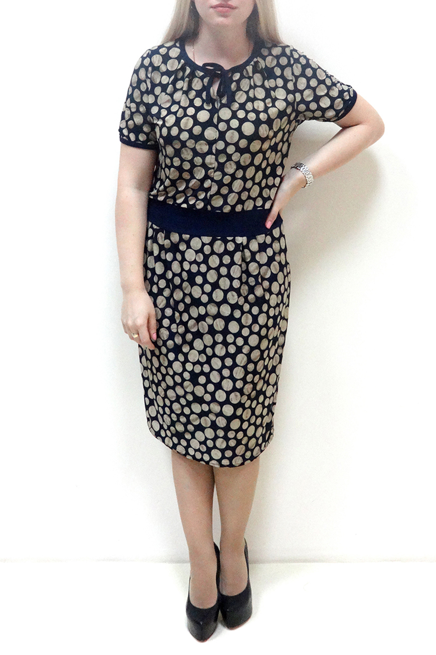ПлатьеПлатья<br>Красивое женское платье с круглой горловиной и короткими рукавами. Модель выполнена из приятного материала. Отличный выбор для повседневного гардероба.  В изделии использованы цвета: синий, бежевый  Рост девушки-фотомодели 162 см<br><br>Горловина: С- горловина<br>По длине: Ниже колена<br>По материалу: Вискоза,Трикотаж<br>По рисунку: В горошек,С принтом,Цветные<br>По силуэту: Полуприталенные<br>По стилю: Повседневный стиль<br>По форме: Платье - футляр<br>Рукав: Короткий рукав<br>По сезону: Осень,Весна<br>Размер : 48,50,52,54,56,58<br>Материал: Холодное масло<br>Количество в наличии: 19