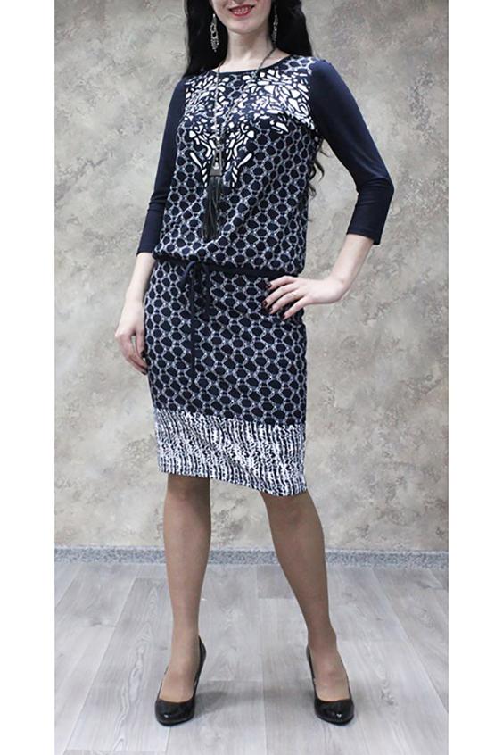ПлатьеПлатья<br>Прелестное женское платье из струящегося, мягкого трикотажа для прекрасных дам. Всегда актуальная и женственная модель, которая добавит удобства любому образу.  Цвет: синий, белый.  Рост девушки-фотомодели 170 см.<br><br>Горловина: С- горловина<br>По длине: Ниже колена<br>По материалу: Трикотаж<br>По образу: Город,Свидание<br>По рисунку: Абстракция,С принтом,Цветные<br>По силуэту: Свободные<br>По стилю: Повседневный стиль<br>По форме: Платье - футляр<br>По элементам: С декором,С завязками<br>Рукав: Рукав три четверти<br>По сезону: Осень,Весна,Зима<br>Размер : 50,52,54,56,58<br>Материал: Трикотаж<br>Количество в наличии: 21