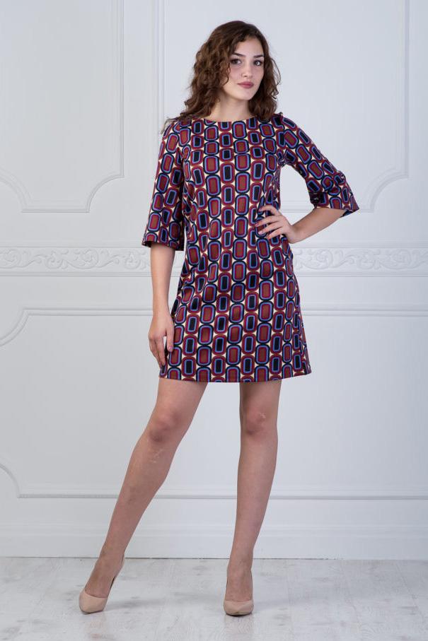 ПлатьеПлатья<br>Цветное платье с рукавами 3/4. Модель выполнена из приятного материала. Отличный выбор для повседневного гардероба.   В изделии использованы цвета: красный, черный, коричневый, голубой и др.  Длина по спинке 44- 89 см 46- 90 см 48- 91 см 50- 92 см 52- 93 см 54- 94 см Длина рукава 44-42 см 46-42 см 48-43 см 50-43 см 52-44 см 54-44 см  Ростовка изделия 170 см<br><br>Горловина: С- горловина<br>По длине: До колена<br>По материалу: Трикотаж<br>По рисунку: С принтом,Цветные<br>По сезону: Зима,Осень,Весна<br>По силуэту: Полуприталенные<br>По стилю: Повседневный стиль<br>По форме: Платье - трапеция<br>Рукав: Длинный рукав<br>Размер : 44,46,48,54<br>Материал: Трикотаж<br>Количество в наличии: 4