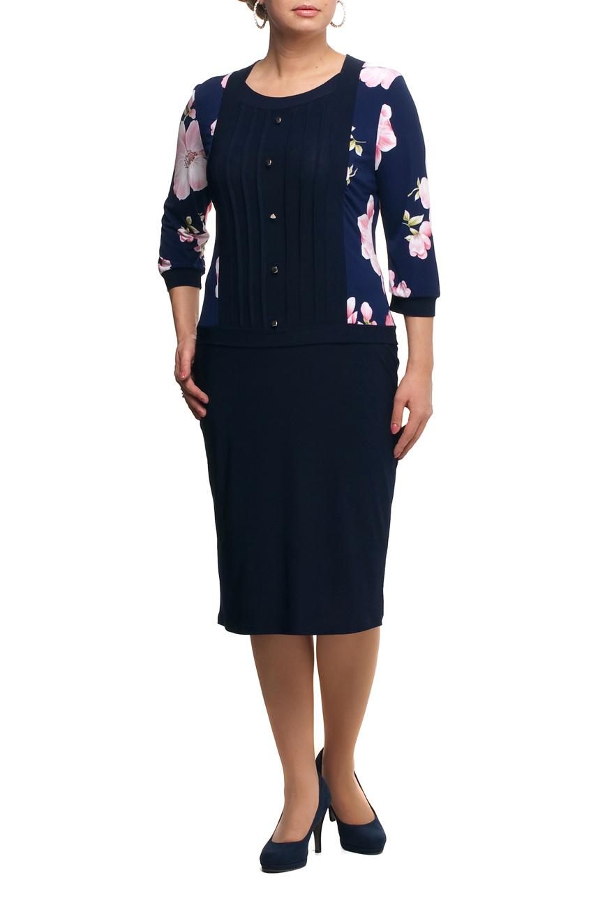 ПлатьеПлатья<br>Повседневное платье с круглой горловиной и рукавами 3/4. Модель выполнена из плотного трикотажа. Отличный выбор для повседневного гардероба.  В изделии использованы цвета: темно-синий, розовый и др.  Рост девушки-фотомодели 173 см.<br><br>Горловина: С- горловина<br>По длине: Ниже колена<br>По материалу: Трикотаж<br>По рисунку: Растительные мотивы,С принтом,Цветные,Цветочные<br>По сезону: Зима,Осень,Весна<br>По силуэту: Полуприталенные<br>По стилю: Повседневный стиль<br>По форме: Платье - футляр<br>По элементам: С декором,С манжетами,С отделочной фурнитурой<br>Рукав: Рукав три четверти<br>Размер : 48,50,52,60,62,64,66,68<br>Материал: Холодное масло<br>Количество в наличии: 8