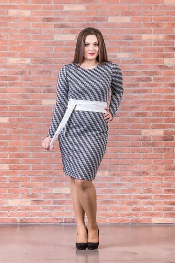 ПлатьеПлатья<br>Очаровательное платье футлярного типа с длинными рукавами. Модель выполнена из плотного трикотажа. Отличный выбор для повседневного гардероба. Платье без пояса.  Цвет: серый, белый, черный  Ростовка изделия 170 см.<br><br>Горловина: С- горловина<br>По длине: До колена<br>По материалу: Вискоза,Трикотаж<br>По рисунку: В горошек,В полоску,Цветные<br>По сезону: Зима<br>По силуэту: Полуприталенные<br>По стилю: Повседневный стиль<br>По форме: Платье - футляр<br>Рукав: Длинный рукав<br>Размер : 46,48,50<br>Материал: Джерси<br>Количество в наличии: 5