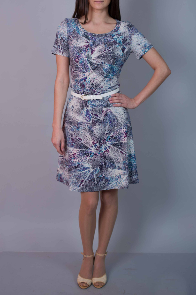 ПлатьеПлатья<br>Цветное платье с короткими рукавами. Модель выполнена из приятного материала. Отличный выбор для повседневного гардероба. Платье без ремня.  В изделии использованы цвета: голубой, сиреневый и др.  Ростовка изделия 170 см.<br><br>Горловина: С- горловина<br>По длине: До колена<br>По материалу: Вискоза,Трикотаж<br>По рисунку: С принтом,Цветные<br>По силуэту: Полуприталенные<br>По стилю: Повседневный стиль<br>По форме: Платье - трапеция<br>Рукав: Короткий рукав<br>По сезону: Лето<br>Размер : 44,48,50<br>Материал: Вискоза<br>Количество в наличии: 3