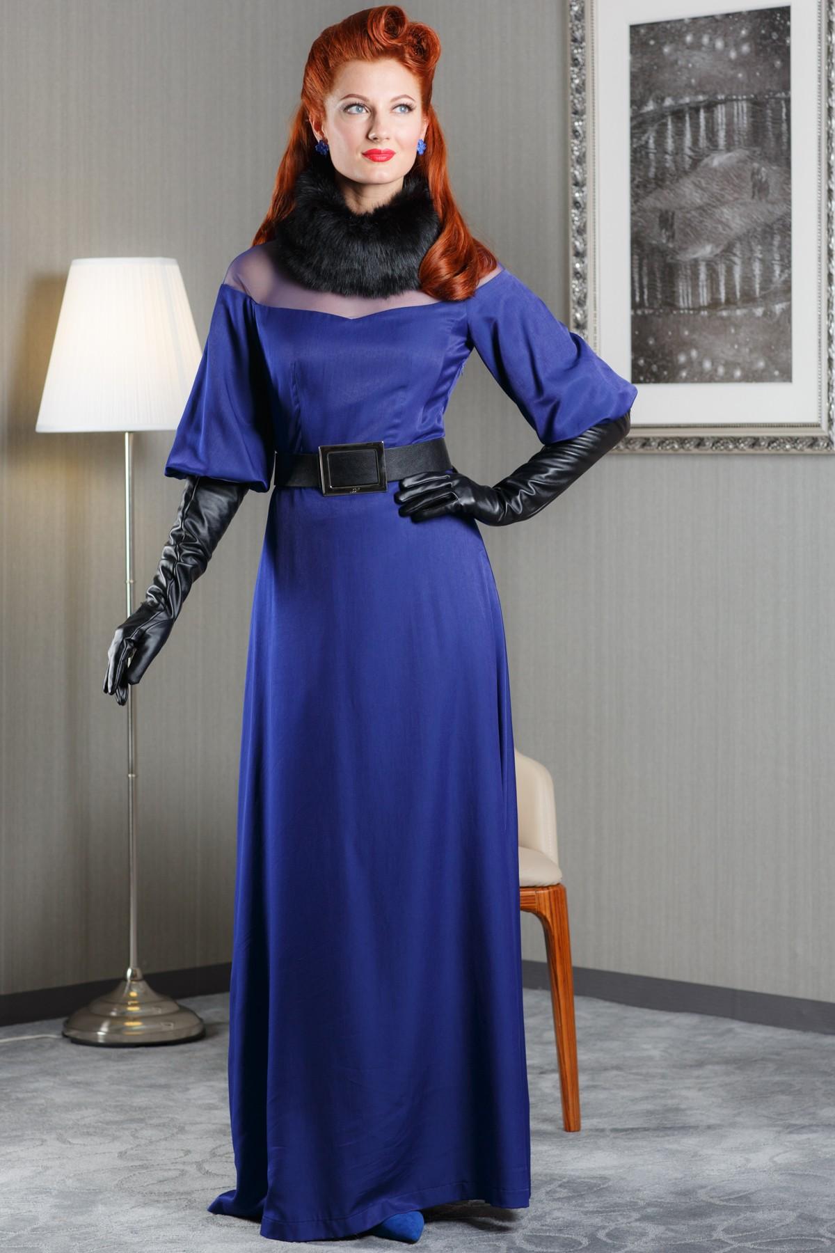 ПлатьеПлатья<br>Элегантное женское платье в пол. Модель выполнена из плотного материала. Отличный выбор для любого торжества. Платье без пояса  Цвет: синий<br><br>Горловина: С- горловина<br>По длине: Макси<br>По материалу: Вискоза,Тканевые<br>По образу: Город,Свидание,Выход в свет<br>По рисунку: Однотонные<br>По сезону: Весна,Всесезон,Зима,Лето,Осень<br>По силуэту: Полуприталенные<br>Рукав: Рукав три четверти<br>По форме: Платье - футляр<br>По стилю: Молодежный стиль,Нарядный стиль<br>Размер : 44<br>Материал: Атлас + Гипюровая сетка<br>Количество в наличии: 1