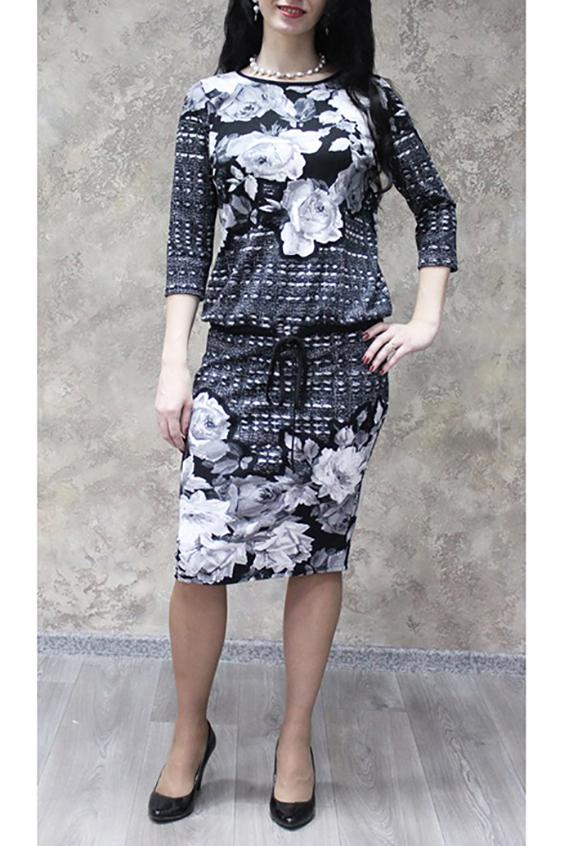 ПлатьеПлатья<br>Цветное платье с круглой горловиной и рукавами 3/4. Модель выполнена из приятного трикотажа. Отличный выбор для повседневного гардероба.  В изделии использованы цвета: серый, черный, белый  Ростовка изделия 170 см.<br><br>Горловина: С- горловина<br>По длине: Ниже колена<br>По материалу: Трикотаж<br>По рисунку: Растительные мотивы,С принтом,Цветные,Цветочные<br>По силуэту: Полуприталенные<br>По стилю: Повседневный стиль<br>По форме: Платье - футляр<br>Рукав: Рукав три четверти<br>По сезону: Осень,Весна,Зима<br>Размер : 50,52,54,56,58<br>Материал: Трикотаж<br>Количество в наличии: 17