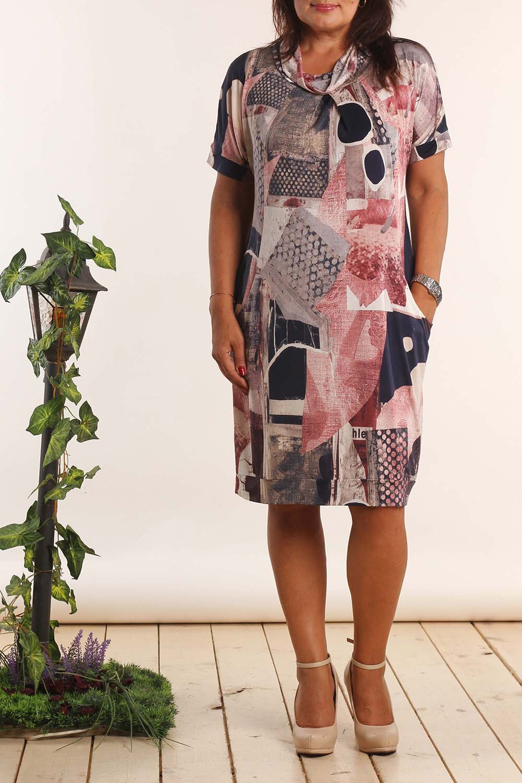 ПлатьеПлатья<br>Удобное платье свободного силуэта. Модель выполнена из струящегося трикотажа. Отличный выбор для любого случая.  В изделии использованы цвета: розовый, синий, голубой и др.  Длина изделия: 48 размер - 92 см 50 размер - 93 см 52 размер - 94 см 54 размер - 95 см 56 размер - 96 см 58 размер - 97 см  Рост девушки-фотомодели 164 см<br><br>Воротник: Хомут<br>По длине: Ниже колена<br>По материалу: Вискоза,Трикотаж<br>По рисунку: С принтом,Цветные<br>По силуэту: Свободные<br>По стилю: Повседневный стиль<br>По элементам: С карманами<br>Рукав: Короткий рукав<br>По сезону: Лето<br>Размер : 52<br>Материал: Трикотаж<br>Количество в наличии: 1