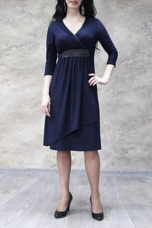 ПлатьеПлатья<br>Чудесное платье с V-образной горловиной и рукавами 3/4. Модель выполнена из приятного трикотажа. Отличный выбор для любого случая.  Цвет: синий  Ростовка изделия 170 см.<br><br>Горловина: V- горловина,Запах<br>По длине: Ниже колена<br>По материалу: Трикотаж<br>По образу: Город,Свидание<br>По рисунку: Однотонные<br>По сезону: Весна,Зима,Лето,Осень,Всесезон<br>По силуэту: Приталенные<br>По стилю: Нарядный стиль,Повседневный стиль<br>По форме: Платье - трапеция<br>По элементам: С декором,С завышенной талией,С отделочной фурнитурой<br>Рукав: Рукав три четверти<br>Размер : 52,54,56,58<br>Материал: Холодное масло<br>Количество в наличии: 13