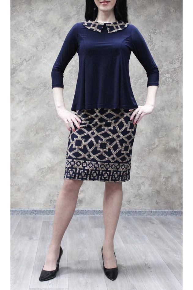 ПлатьеПлатья<br>Чудесное женское платье с имитацией блузки и юбки. Модель станет идеальным дополнением к Вашему повседневному гардеробу.  В изделии использованы цвета: синий, бежевый и др.  Ростовка изделия 170 см.<br><br>Воротник: Отложной<br>Горловина: С- горловина<br>По длине: До колена<br>По материалу: Трикотаж<br>По образу: Город,Свидание<br>По рисунку: С принтом,Цветные<br>По силуэту: Полуприталенные<br>По стилю: Повседневный стиль<br>Рукав: Рукав три четверти<br>По сезону: Осень,Весна,Зима<br>Размер : 48,50,52,54,56<br>Материал: Трикотаж<br>Количество в наличии: 12