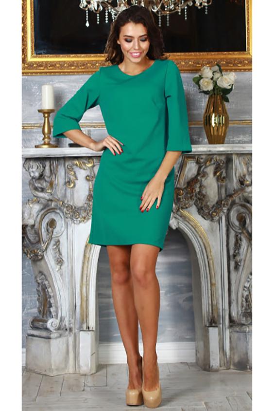 ПлатьеПлатья<br>Платье прямого силуэта  с нагрудной вытачкой из трикотажного полотна с рельефным рисунком quot;петекquot;. Рукав втачной, 3/4, расширен к низу. Зеленый цвет олицетворяет женственность, элегантность и аристократизм Даже лаконичное платье в этом цвете смотрится торжественно и небанально.  Длина изделия от 94 см до 100 см, в зависимости от размера.  В изделии использованы цвета: зеленый  Рост девушки-фотомодели 176 см.  Параметры размеров: 42 размер - обхват груди 84 см., обхват талии 64 см., обхват бедер 92 см. 44 размер - обхват груди 88 см., обхват талии 68 см., обхват бедер 96 см. 46 размер - обхват груди 92 см., обхват талии 72 см., обхват бедер 100 см. 48 размер - обхват груди 96 см., обхват талии 76 см., обхват бедер 104 см. 50 размер - обхват груди 100 см., обхват талии 80 см., обхват бедер 108 см. 52 размер - обхват груди 104 см., обхват талии 84 см., обхват бедер 112 см. 54 размер - обхват груди 108 см., обхват талии 88 см., обхват бедер 116 см. 56 размер - обхват груди 112 см., обхват талии 92 см., обхват бедер 120 см. 58 размер - обхват груди 116 см., обхват талии 96 см., обхват бедер 124 см.  Ростовка изделия 170 см.<br><br>Горловина: С- горловина<br>По длине: До колена<br>По материалу: Вискоза,Трикотаж<br>По рисунку: Однотонные<br>По силуэту: Полуприталенные<br>По стилю: Кэжуал,Офисный стиль,Повседневный стиль<br>По форме: Платье - футляр<br>Рукав: Рукав три четверти<br>По сезону: Осень,Весна<br>Размер : 42,44,46,48,50,52,54<br>Материал: Трикотаж<br>Количество в наличии: 9