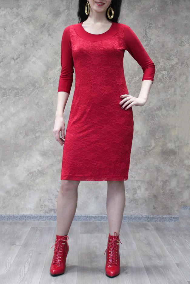 ПлатьеПлатья<br>Классическое нарядное платье с круглой горловиной и рукавами 3/4. Модель выполнена из приятного трикотажа и гипюра. Отличный выбор для любого торжества.  Цвет: красный  Рост девушки-фотомодели 170 см.<br><br>Горловина: С- горловина<br>По длине: До колена<br>По материалу: Гипюр,Трикотаж<br>По рисунку: Однотонные<br>По сезону: Весна,Зима,Лето,Осень,Всесезон<br>По силуэту: Приталенные<br>По стилю: Нарядный стиль<br>По форме: Платье - футляр<br>Рукав: Рукав три четверти<br>Размер : 50,52,54,56,58<br>Материал: Холодное масло + Гипюр<br>Количество в наличии: 18
