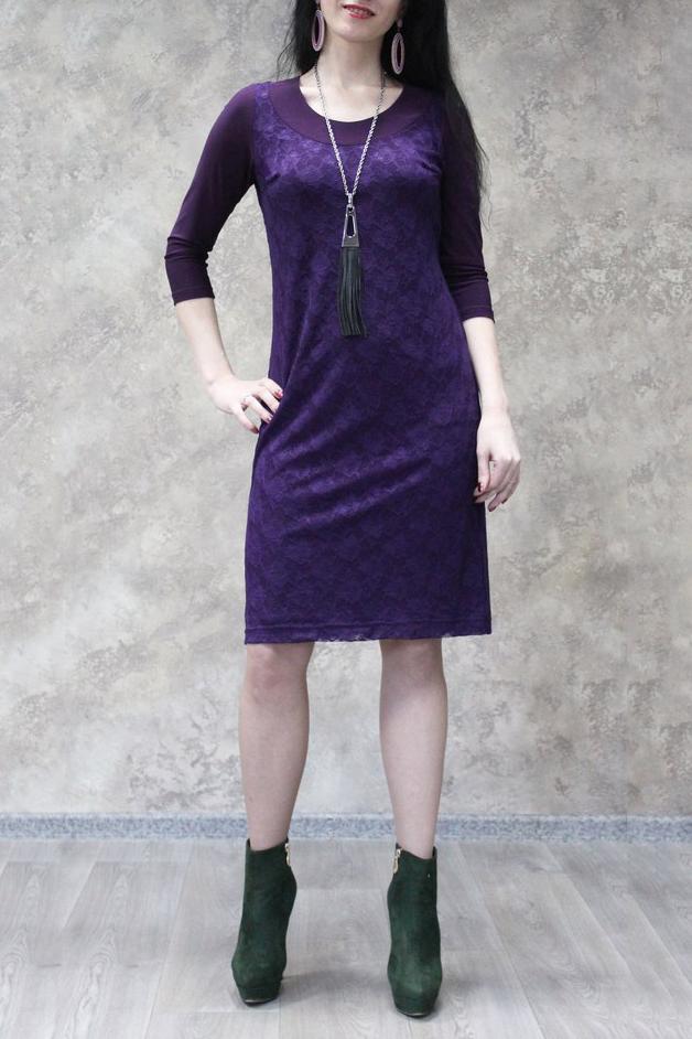 ПлатьеПлатья<br>Классическое нарядное платье с круглой горловиной и рукавами 3/4. Модель выполнена из приятного трикотажа и гипюра. Отличный выбор для любого торжества.  Цвет: фиолетовый  Рост девушки-фотомодели 170 см.<br><br>Горловина: С- горловина<br>По длине: До колена<br>По материалу: Гипюр,Трикотаж<br>По рисунку: Однотонные<br>По сезону: Весна,Зима,Лето,Осень,Всесезон<br>По силуэту: Приталенные<br>По стилю: Нарядный стиль<br>По форме: Платье - футляр<br>Рукав: Рукав три четверти<br>Размер : 50,52,54,56,58<br>Материал: Холодное масло + Гипюр<br>Количество в наличии: 13