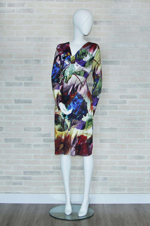ПлатьеПлатья<br>Цветное платье с длинными рукавами. Модель выполнена из приятного материала. Отличный выбор для любого случая.  В изделии использованы цвета: зеленый, белый, красный и др.  Ростовка изделия 170 см<br><br>Горловина: V- горловина<br>По длине: Ниже колена<br>По материалу: Вискоза<br>По рисунку: Растительные мотивы,С принтом,Цветные,Цветочные<br>По сезону: Зима,Осень,Весна<br>По силуэту: Полуприталенные<br>По стилю: Повседневный стиль<br>Рукав: Длинный рукав<br>По элементам: С завышенной талией<br>Размер : 44,46<br>Материал: Вискоза<br>Количество в наличии: 2