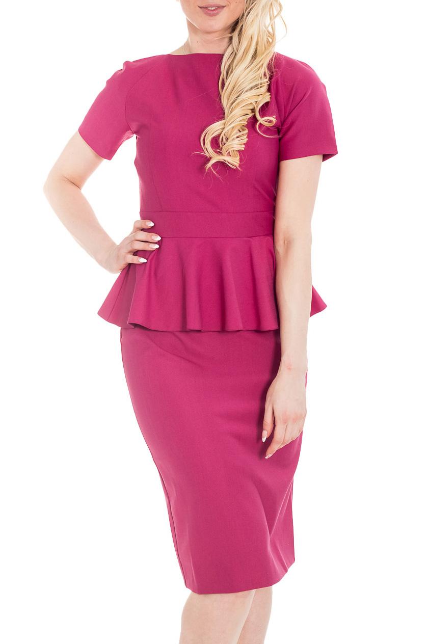 ПлатьеПлатья<br>Однотонное платье розового цвета с баской добавит миловидности девушкам в сдержанных офисных нарядах. Широкая баска на платье образует мягкие воланы и прикрывает бедра. Само платье-баска длиной чуть ниже колена с зауженной к низу юбкой-карандаш. Платье изготовлено из плотной ткани, которая хорошо держит форму и позволяет выглядеть безупречно всегда и везде. Платье «Настроение» - модель для офиса. Длинная молния спереди по всей длине платья и закругленные полы юбки, рукав реглан, свойственный спортивному стилю, делают наряд молодежным.  Цвет: розовый  Рост девушки-фотомодели 170 см.<br><br>Горловина: С- горловина<br>По длине: Ниже колена<br>По материалу: Тканевые<br>По образу: Город,Свидание<br>По рисунку: Однотонные<br>По силуэту: Приталенные<br>По стилю: Нарядный стиль<br>По форме: Платье - футляр<br>По элементам: С баской,С декором,С молнией,С разрезом,С фигурным низом<br>Рукав: Короткий рукав<br>Разрез: Короткий<br>По сезону: Осень,Весна<br>Размер : 42,44,46<br>Материал: Плательная ткань<br>Количество в наличии: 3