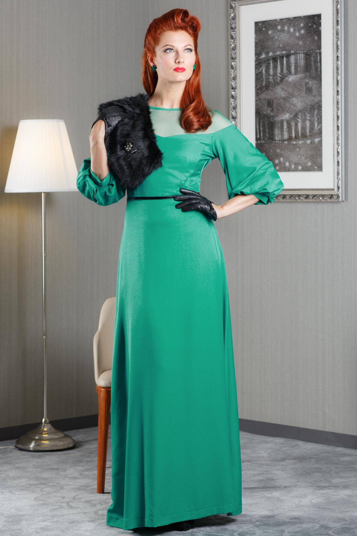 ПлатьеПлатья<br>Элегантное женское платье в пол. Модель выполнена из плотного материала. Отличный выбор для любого торжества. Пояс в комплект не входит  Цвет: зеленый<br><br>Горловина: С- горловина<br>По длине: Макси<br>По материалу: Вискоза,Тканевые<br>По образу: Город,Свидание,Выход в свет<br>По рисунку: Однотонные<br>По сезону: Весна,Всесезон,Зима,Лето,Осень<br>По силуэту: Полуприталенные<br>Рукав: Рукав три четверти<br>По форме: Платье - футляр<br>По стилю: Молодежный стиль,Нарядный стиль<br>Размер : 42,44,46,48<br>Материал: Атлас + Гипюровая сетка<br>Количество в наличии: 3