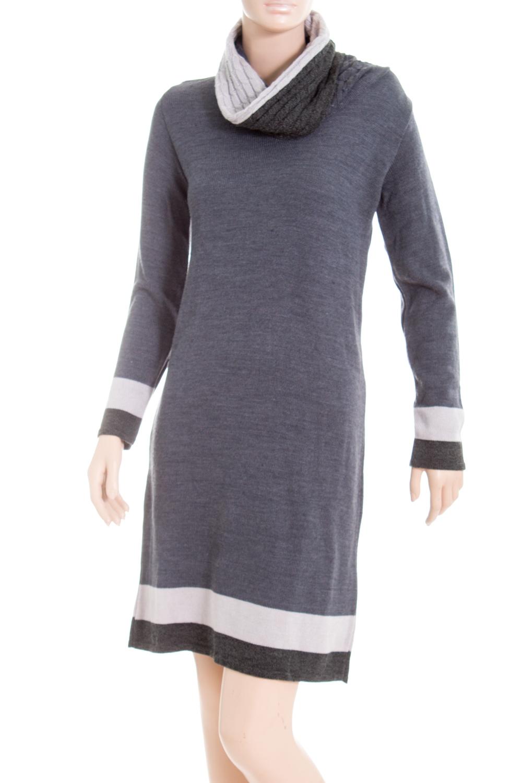 ПлатьеПлатья<br>Цветное платье с длинными рукавами из вязанного трикотажа. Вязаный трикотаж - это красота, тепло и комфорт. В вязаных вещах очень легко оставаться женственной и в то же время не замёрзнуть.  В изделии использованы цвета: серый, белый  Ростовка изделия 164 см<br><br>Воротник: Хомут<br>По длине: До колена<br>По материалу: Вязаные,Трикотаж<br>По рисунку: Цветные<br>По сезону: Осень,Зима<br>По силуэту: Приталенные<br>По стилю: Повседневный стиль<br>По форме: Платье - футляр<br>Рукав: Длинный рукав<br>Размер : 48<br>Материал: Вязаное полотно<br>Количество в наличии: 1