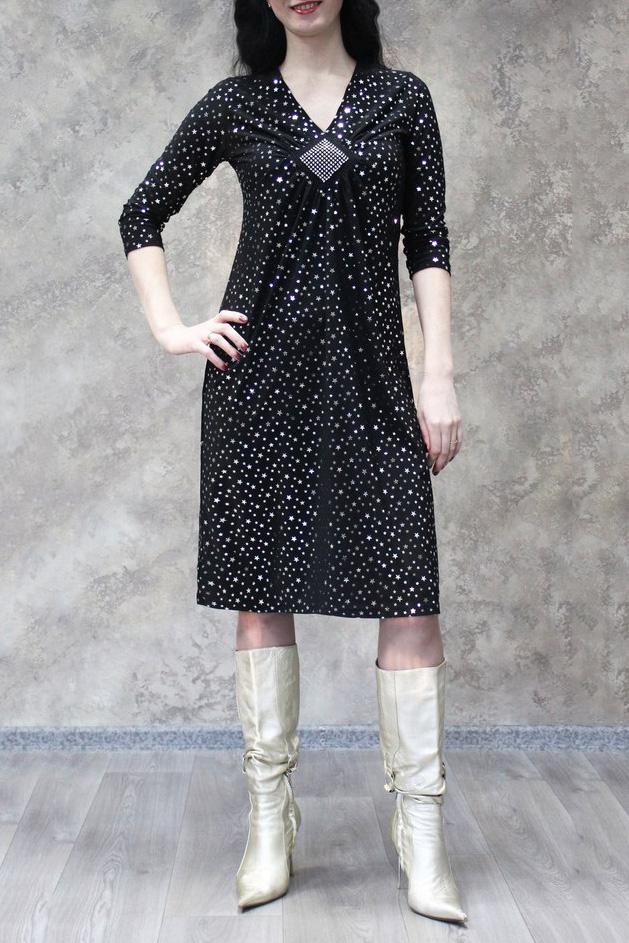 ПлатьеПлатья<br>Цветное платье с рукавами 3/4. Модель выполнена из приятного материала. Отличный выбор для повседневного гардероба.  В изделии использованы цвета: черный, белый  Рост девушки-фотомодели 172 см.<br><br>Горловина: V- горловина<br>По длине: Ниже колена<br>По материалу: Трикотаж<br>По рисунку: С принтом,Цветные<br>По сезону: Зима,Осень,Весна<br>По силуэту: Полуприталенные<br>По стилю: Повседневный стиль<br>По форме: Платье - трапеция<br>Рукав: Рукав три четверти<br>Размер : 48,50,52,54,56,58<br>Материал: Холодное масло<br>Количество в наличии: 19