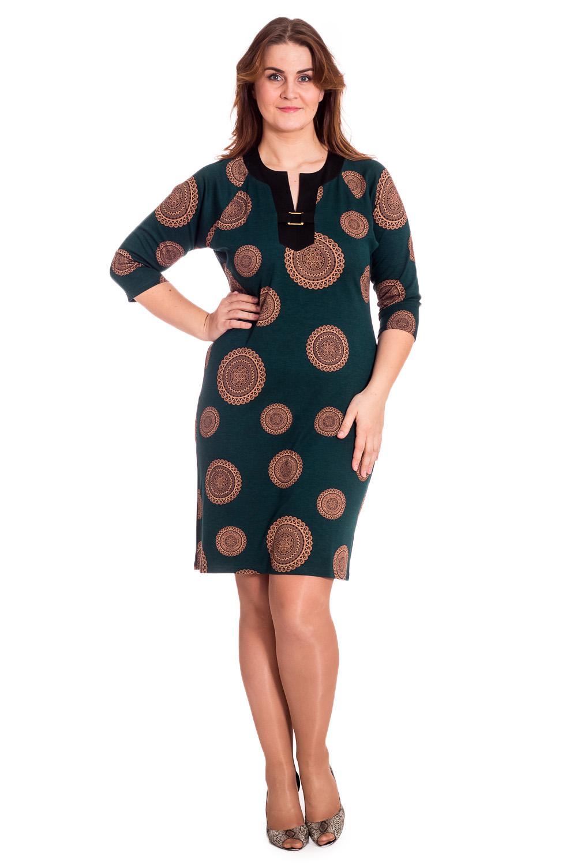 ПлатьеПлатья<br>Цветное платье с фигурной горловиной. Модель выполнена из приятного материала. Отличный выбор для любого случая.  В изделии использованы цвета: изумрудный, бежевый и др.  Рост девушки-фотомодели 172 см.<br><br>Горловина: Фигурная горловина<br>По длине: Ниже колена<br>По материалу: Трикотаж<br>По рисунку: С принтом,Цветные<br>По сезону: Зима,Осень,Весна<br>По силуэту: Полуприталенные<br>По стилю: Повседневный стиль<br>По форме: Платье - футляр<br>По элементам: С декором<br>Рукав: Рукав три четверти<br>Размер : 50,52,54,56,58<br>Материал: Трикотаж<br>Количество в наличии: 20