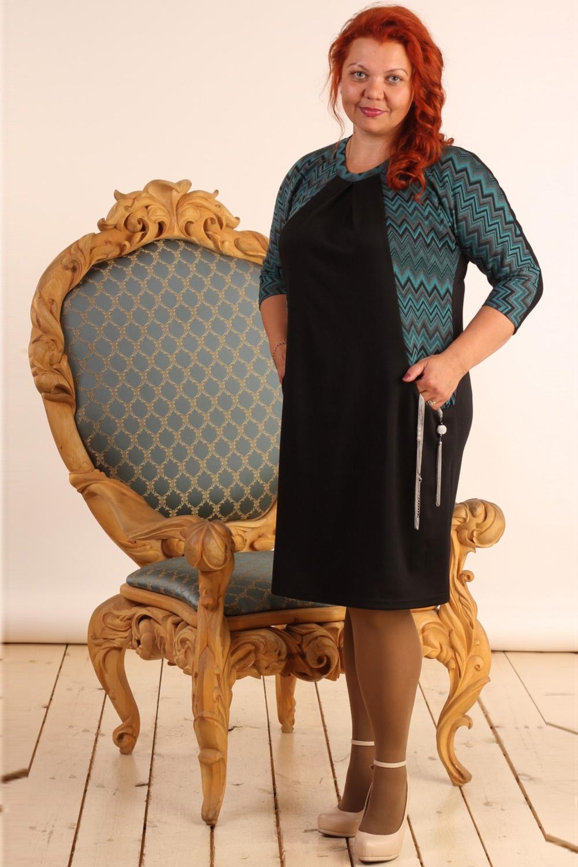 ПлатьеПлатья<br>Интересное платье полуприталенного силуэта с круглой горловиной и рукавами 3/4. Модель выполнена из плотного трикотажа. Отличный выбор для повседневного гардероба.  В изделии использованы цвета: черный, бирюзовый, серый  Длина изделия: 50 размер - 101 см 52 размер - 102 см 54 размер - 103 см 56 размер - 104 см 58 размер - 105 см  Рост девушки-фотомодели 165 см.<br><br>Горловина: С- горловина<br>По длине: Ниже колена<br>По материалу: Вискоза,Трикотаж<br>По образу: Город,Свидание<br>По рисунку: С принтом,Цветные<br>По силуэту: Полуприталенные<br>По стилю: Повседневный стиль<br>По форме: Платье - футляр<br>По элементам: С карманами<br>Рукав: Рукав три четверти<br>По сезону: Осень,Весна,Зима<br>Размер : 50,52,54,56,58<br>Материал: Джерси<br>Количество в наличии: 5