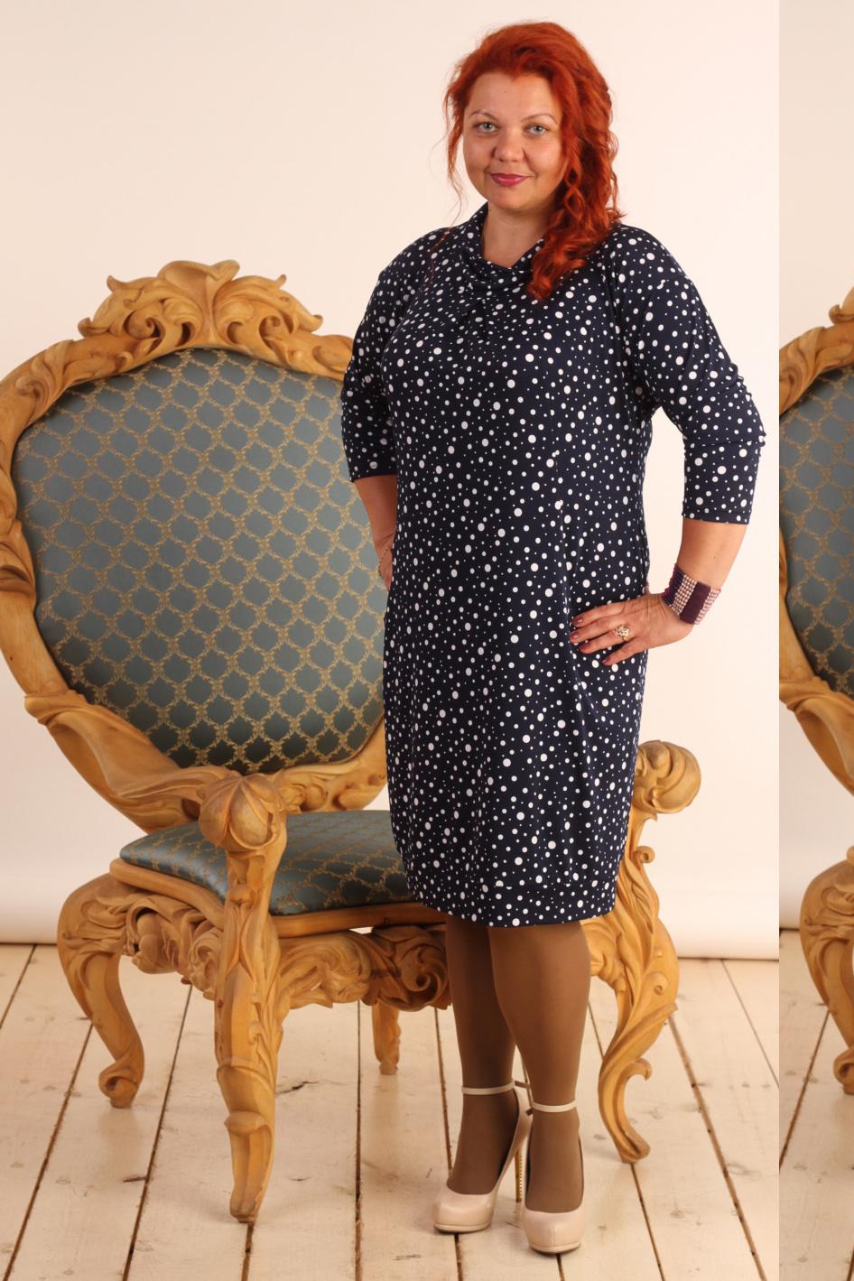 ПлатьеПлатья<br>Милое женское платье с интересным воротником и рукавами 3/4. Модель выполнена из приятного трикотажа. Отличный выбор для повседневного гардероба.  В изделии использованы цвета: темно-синий, белый  Длина изделия: 44 размер - 94 см 46 размер - 95 см 48 размер - 96 см 50 размер - 97 см 52 размер - 98 см 54 размер - 99 см 56 размер - 100 см 58 размер - 101 см  Рост девушки-фотомодели 165 см<br><br>Воротник: Хомут<br>По длине: Ниже колена<br>По материалу: Вискоза,Трикотаж<br>По рисунку: В горошек,С принтом,Цветные<br>По силуэту: Свободные<br>По стилю: Повседневный стиль<br>По форме: Платье - баллон<br>По элементам: С карманами<br>Рукав: Рукав три четверти<br>По сезону: Осень,Весна,Зима<br>Размер : 48<br>Материал: Холодное масло<br>Количество в наличии: 1