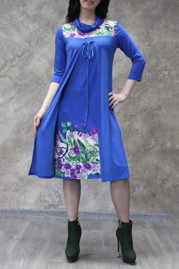 ПлатьеПлатья<br>Цветное платье с имитацией кардигана. Модель выполнена из приятного трикотажа. Отличный выбор для любого случая.  В изделии использованы цвета: синий и др.  Рост девушки-фотомодели 172 см<br><br>Воротник: Хомут<br>По длине: Ниже колена<br>По материалу: Трикотаж<br>По рисунку: Растительные мотивы,С принтом,Цветные,Цветочные<br>По силуэту: Свободные<br>По стилю: Повседневный стиль<br>По форме: Платье - трапеция<br>Рукав: Рукав три четверти<br>По сезону: Осень,Весна<br>Размер : 52,56,58<br>Материал: Холодное масло<br>Количество в наличии: 5