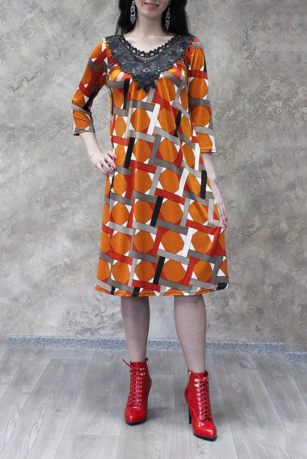 ПлатьеПлатья<br>Цветное платье с гипюровым декором у горловины и рукавами 3/4. Модель выполнена из приятного материала. Отличный выбор для любого случая.  В изделии использованы цвета: оранжевый и др.  Рост девушки-фотомодели 172 см.<br><br>Горловина: V- горловина<br>По длине: Ниже колена<br>По материалу: Гипюр,Трикотаж<br>По рисунку: С принтом,Цветные<br>По силуэту: Полуприталенные<br>По стилю: Повседневный стиль<br>По форме: Платье - трапеция<br>По элементам: С декором<br>Рукав: Рукав три четверти<br>По сезону: Осень,Весна<br>Размер : 50,52,54,56,58<br>Материал: Холодное масло + Гипюр<br>Количество в наличии: 13