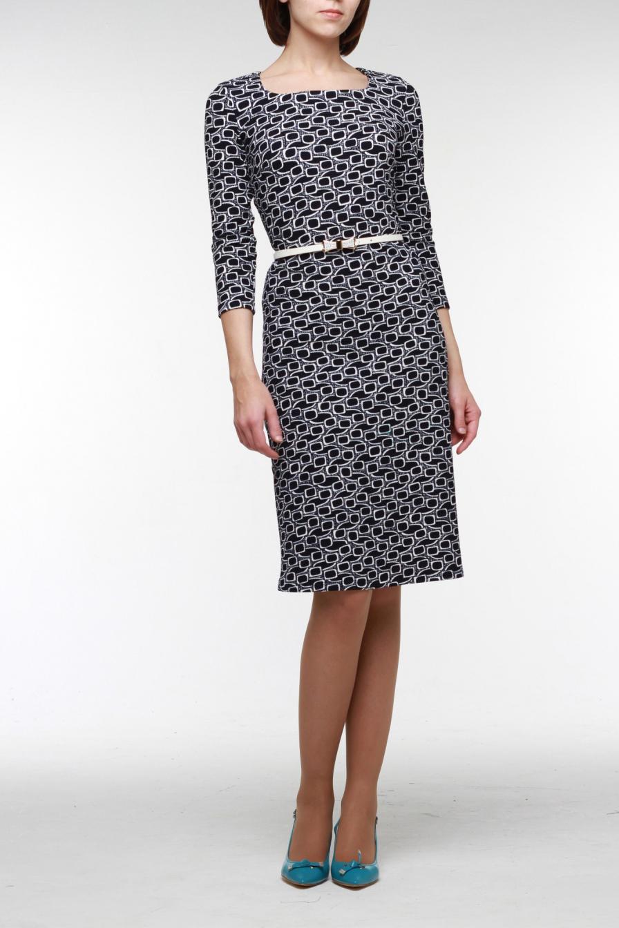 ПлатьеПлатья<br>Приталенное платье из фактурного трикотажа прекрасный вариант на каждый день. Горловина обработана обтачкой, гладкий рукав три четверти, чуть расклешенная юбка. В комплект входит оригинальный ремешок.  Цвет: черный, белый  Рост девушки-фотомодели 176 см<br><br>Горловина: С- горловина<br>По длине: Ниже колена<br>По материалу: Трикотаж<br>По образу: Город,Свидание<br>По рисунку: Абстракция,С принтом,Цветные<br>По силуэту: Приталенные<br>По стилю: Повседневный стиль<br>По форме: Платье - трапеция<br>По элементам: С поясом<br>Рукав: Рукав три четверти<br>По сезону: Осень,Весна<br>Размер : 42,46,48,50,52<br>Материал: Трикотаж<br>Количество в наличии: 6