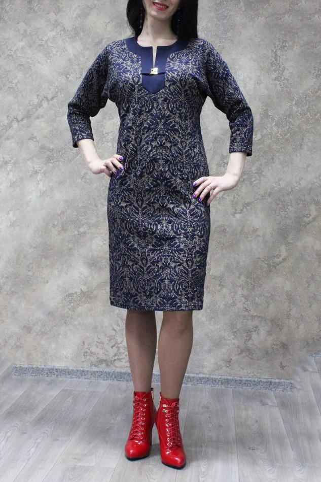 ПлатьеПлатья<br>Цветное платье с фигурной горловиной и рукавами 3/4. Модель выполнена из приятного материала. Отличный выбор для любого случая.  В изделии использованы цвета: синий, бежевый  Рост девушки-фотомодели 172 см.<br><br>Горловина: Фигурная горловина<br>По длине: Ниже колена<br>По материалу: Трикотаж<br>По рисунку: С принтом,Цветные<br>По силуэту: Полуприталенные<br>По стилю: Повседневный стиль<br>По форме: Платье - футляр<br>По элементам: С декором<br>Рукав: Рукав три четверти<br>По сезону: Осень,Весна<br>Размер : 48,50,52,56,58<br>Материал: Трикотаж<br>Количество в наличии: 12