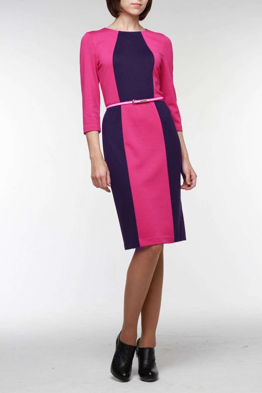 ПлатьеПлатья<br>Стильное комбинированное платье-футляр из высококачественного джерси двух гармонирующих цветов — подойдет для любого случая. Горловина обработана обтачкой, на спинке молния 50 см. и шлица. Рукав длиной три четверти. В комплект входит ремешок.   Цвет: розовый, фиолетовый  Рост девушки-фотомодели 176 см<br><br>Горловина: С- горловина<br>По длине: Ниже колена<br>По материалу: Вискоза,Трикотаж<br>По рисунку: Цветные<br>По силуэту: Приталенные<br>По стилю: Повседневный стиль<br>По форме: Платье - футляр<br>По элементам: С поясом,С разрезом<br>Разрез: Шлица<br>Рукав: Рукав три четверти<br>По сезону: Осень,Весна,Зима<br>Размер : 42,56<br>Материал: Джерси<br>Количество в наличии: 2