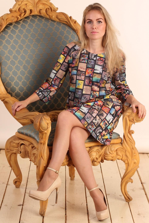 ПлатьеПлатья<br>Цветное платье с круглой горловиной и рукавами 3/4. Модель выполнена из плотного трикотажа. Отличный выбор для повседневного гардероба.  Цвет: мультицвет  Длина изделия: 44 размер - 90 см 46 размер - 91 см 48 размер - 92 см 50 размер - 93 см 52 размер - 94 см 54 размер - 95 см 56 размер - 96 см  Рост девушки-фотомодели 161 см.<br><br>Горловина: С- горловина<br>По длине: До колена<br>По материалу: Вискоза,Трикотаж<br>По рисунку: С принтом,Цветные<br>По силуэту: Полуприталенные<br>По стилю: Повседневный стиль<br>Рукав: Рукав три четверти<br>По сезону: Осень,Весна<br>Размер : 44,46,50,52<br>Материал: Джерси<br>Количество в наличии: 4