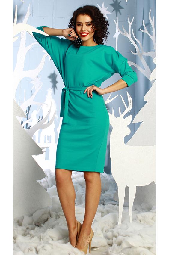 ПлатьеПлатья<br>Платье полуприлегающего силуэта из плотного  трикотажного полотна, с цельнокроенными рукавами 3/4 на манжете. По левому плечевому шву заложены 2 декоративные складки. Просто суперстильное элегантное платье без лишних деталей. Идеальное платье для любого случая Платье без пояса.  Длина изделия от 103 см до 110 см , в зависимости от размера.  В изделии использованы цвета: бирюзовый  Рост девушки-фотомодели 176 см.  Параметры размеров: 42 размер - обхват груди 84 см., обхват талии 64 см., обхват бедер 92 см. 44 размер - обхват груди 88 см., обхват талии 68 см., обхват бедер 96 см. 46 размер - обхват груди 92 см., обхват талии 72 см., обхват бедер 100 см. 48 размер - обхват груди 96 см., обхват талии 76 см., обхват бедер 104 см. 50 размер - обхват груди 100 см., обхват талии 80 см., обхват бедер 108 см. 52 размер - обхват груди 104 см., обхват талии 84 см., обхват бедер 112 см. 54 размер - обхват груди 108 см., обхват талии 88 см., обхват бедер 116 см. 56 размер - обхват груди 112 см., обхват талии 92 см., обхват бедер 120 см. 58 размер - обхват груди 116 см., обхват талии 96 см., обхват бедер 124 см.  Ростовка изделия 170 см.<br><br>Горловина: С- горловина<br>По длине: До колена<br>По материалу: Трикотаж<br>По рисунку: Однотонные<br>По силуэту: Полуприталенные<br>По стилю: Повседневный стиль<br>По форме: Платье - футляр<br>По элементам: С манжетами<br>Рукав: Рукав три четверти<br>По сезону: Осень,Весна<br>Размер : 52,54<br>Материал: Трикотаж<br>Количество в наличии: 2