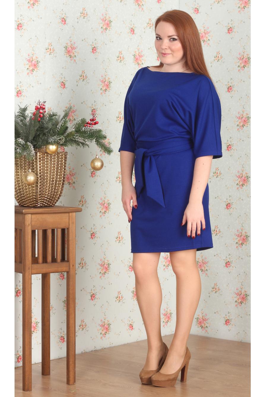 ПлатьеПлатья<br>Однотонное платье полуприталенного силуэта с горловиной quot;лодочкаquot; и рукавами 3/4. Модель выполнена из плотного трикотажа. Отличный выбор для повседневного гардероба. Платье без пояса.  Цвет: синий  Длина изделия: 46 размер - 95 см 48 размер - 96 см 50 размер - 97 см 52 размер - 98 см 54 размер - 99 см 56 размер - 100 см  Рост девушки-фотомодели 164 см.<br><br>Горловина: Лодочка<br>По длине: До колена<br>По материалу: Трикотаж<br>По рисунку: Однотонные<br>По силуэту: Полуприталенные<br>По стилю: Классический стиль,Кэжуал,Офисный стиль,Повседневный стиль<br>Рукав: Рукав три четверти<br>По сезону: Осень,Весна,Зима<br>Размер : 46,48,50,52<br>Материал: Трикотаж<br>Количество в наличии: 5
