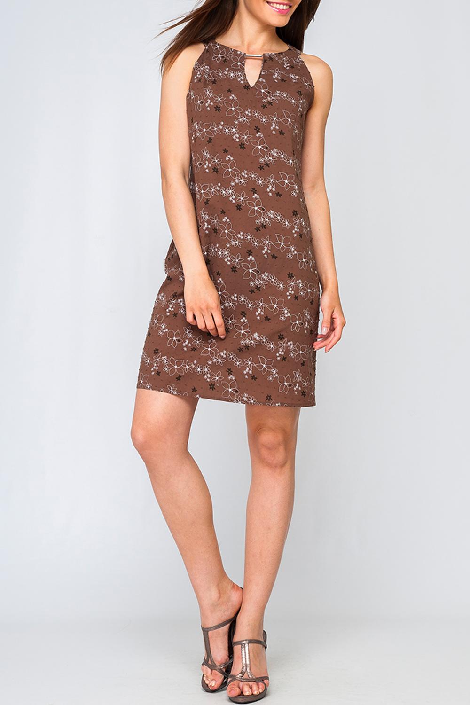 ПлатьеПлатья<br>Цветное платье с декоративной капелькой. Модель выполнена из хлопкового материала. Отличный выбор для летнего гардероба.  Параметры изделия:  46 размер: обхват груди - 96 см. обхват по линии бедер - 105 см. 50 размер: обхват груди - 104 см. обхват по линии бедер - 113 см.  Цвет: коричневый, белый  Рост девушки-фотомодели 170 см<br><br>Горловина: С- горловина<br>По материалу: Хлопок<br>По рисунку: Растительные мотивы,С принтом,Цветные,Цветочные<br>По силуэту: Полуприталенные<br>По стилю: Летний стиль,Повседневный стиль<br>По форме: Платье - футляр<br>По элементам: С декором<br>Рукав: Без рукавов<br>По длине: До колена<br>По сезону: Лето<br>Размер : 42<br>Материал: Хлопок<br>Количество в наличии: 1