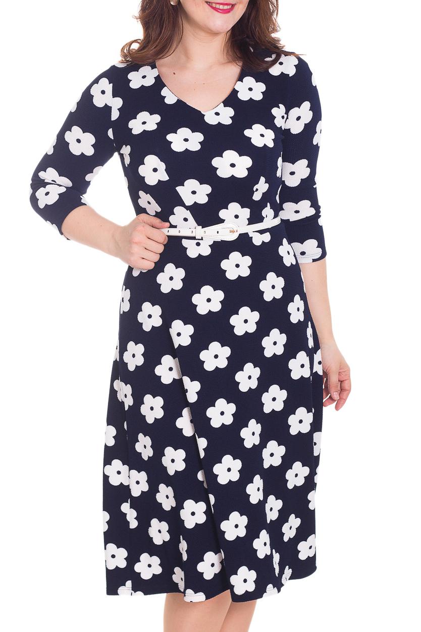 ПлатьеПлатья<br>Очаровательное платье из мягкого трикотажа средней плотности с юбкой-трапецией. V-образная горловина обработана обтачкой, рукав три четверти, изюминка этого платья - актуальный цветочный принт. Комфортное платье для любого случая и хорошего настроения  Цвет: синий, белый  Рост девушки-фотомодели 180 см<br><br>Горловина: V- горловина<br>По длине: Ниже колена<br>По материалу: Трикотаж<br>По рисунку: Растительные мотивы,С принтом,Цветные,Цветочные<br>По силуэту: Полуприталенные<br>По стилю: Повседневный стиль<br>По форме: Платье - трапеция<br>Рукав: Рукав три четверти<br>По сезону: Осень,Весна,Зима<br>Размер : 50,52<br>Материал: Трикотаж<br>Количество в наличии: 2