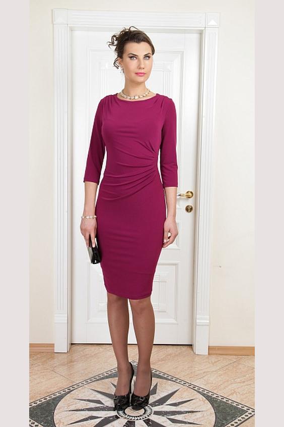 ПлатьеПлатья<br>Чудесное платье обтягивающего силуэта. Модель выполнена из приятного трикотажа, с подкладом. Отличный выбор для любого случая.Цвет: бордовыйПараметры (обхват груди; обхват талии; обхват бедер):44 размер - 88; 66,4; 96 см46 размер - 92; 70,6; 100 см48 размер - 96; 74,2; 104 см50 размер - 100; 90; 106 см52 размер - 104; 94; 110 см54-56 размер - 108-112; 98-102; 114-118 см58-60 размер - 116-120; 106-110; 124-130 см<br><br>Горловина: С- горловина<br>Рукав: Рукав три четверти<br>Длина: До колена<br>Материал: Трикотаж<br>Рисунок: Однотонные<br>Сезон: Весна,Осень<br>Силуэт: Обтягивающие<br>Стиль: Повседневный стиль<br>Форма: Платье - футляр<br>Элементы: Со складками<br>Размер : 50,52<br>Материал: Холодное масло<br>Количество в наличии: 2