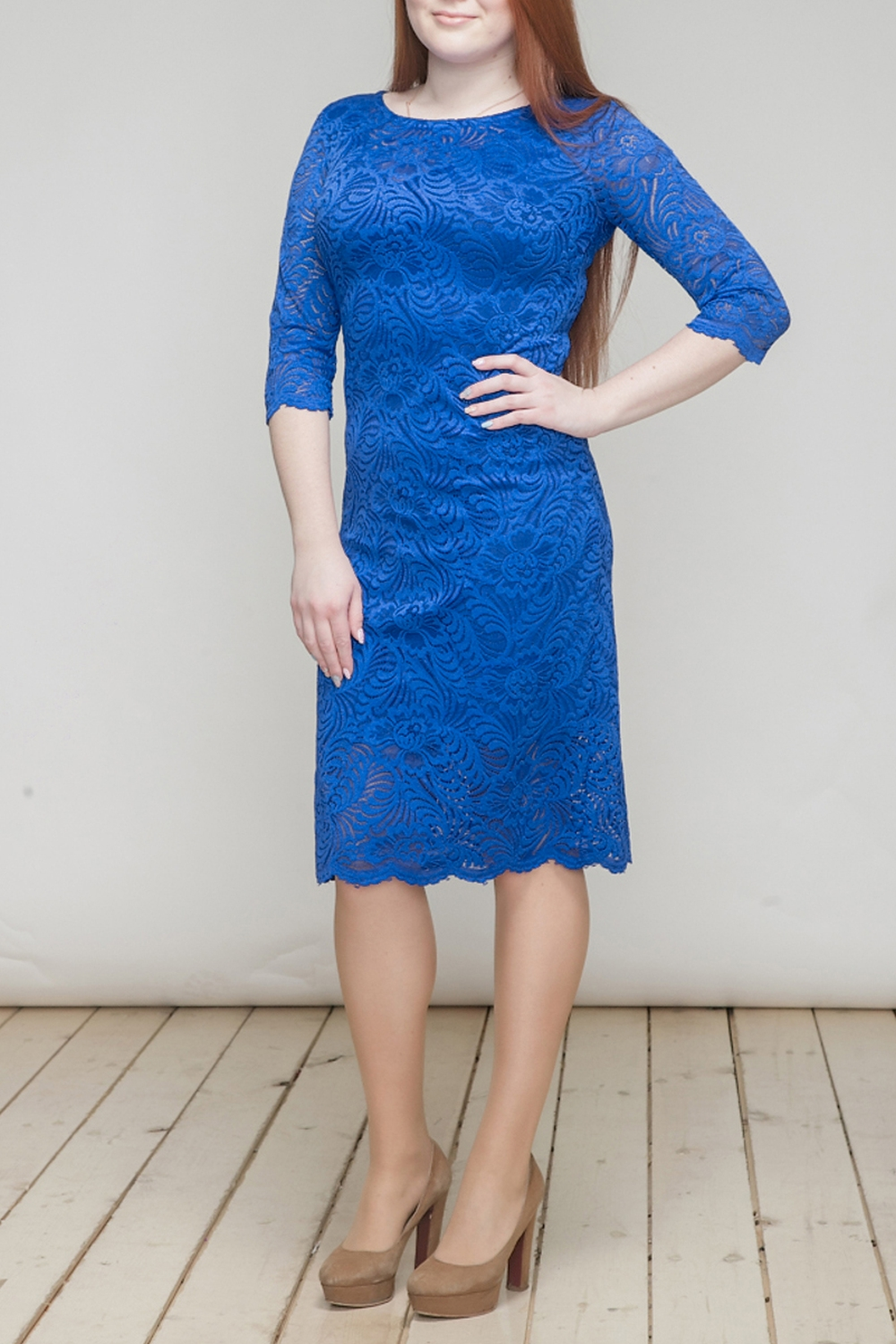 ПлатьеПлатья<br>Эффектное платье из роскошного гипюра. Отличный выбор для торжественного выхода.  Цвет: синий  Длина изделия: 44 размер - 94 см 46 размер - 95 см 48 размер - 96 см 50 размер - 97 см 52 размер - 98 см 54 размер - 99 см  Рост девушки-фотомодели 164 см<br><br>Горловина: С- горловина<br>По длине: Ниже колена<br>По материалу: Гипюр<br>По рисунку: Однотонные<br>По сезону: Весна,Зима,Лето,Осень,Всесезон<br>По силуэту: Приталенные<br>По стилю: Нарядный стиль,Вечерний стиль<br>По форме: Платье - футляр<br>По элементам: С подкладом,С разрезом<br>Разрез: Короткий<br>Рукав: Рукав три четверти<br>Размер : 44,46,48<br>Материал: Гипюр<br>Количество в наличии: 3