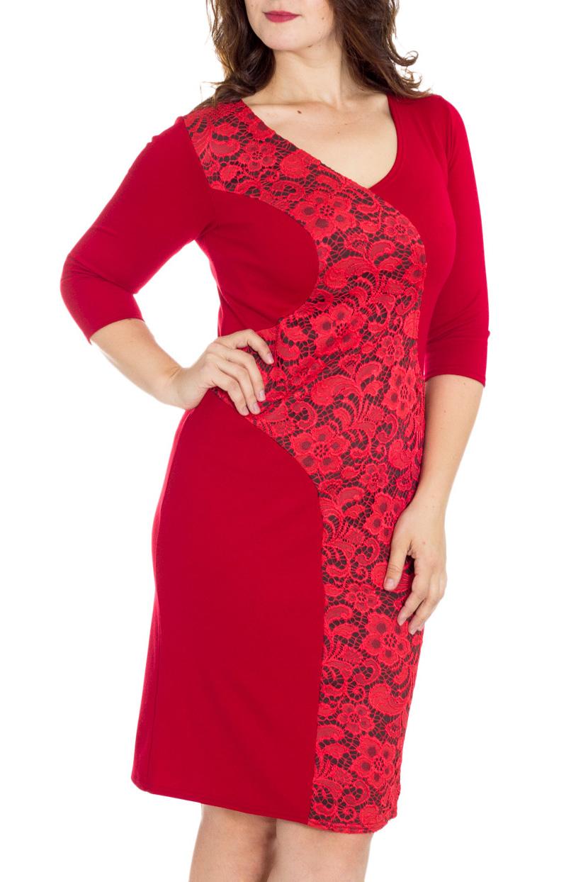 ПлатьеПлатья<br>Элегантное вечернее платье с V-образным вырезом и рукавом 3/4. Изюминка платья - широкая живописная вставка полочки, сбегающая волной от плеча к низу и украшенная наложенным поверх трикотажа гипюром.   Длина изделия до 48 размера - 98 см., после 50 размера - 103 см.   Цвет: красный  Рост девушки-фотомодели 180 см.<br><br>Горловина: V- горловина<br>По длине: До колена<br>По материалу: Вискоза,Гипюр,Трикотаж<br>По образу: Выход в свет,Свидание<br>По рисунку: Однотонные,Фактурный рисунок<br>По сезону: Весна,Зима,Лето,Осень,Всесезон<br>По силуэту: Приталенные<br>По стилю: Нарядный стиль,Повседневный стиль<br>По форме: Платье - футляр<br>По элементам: С декором<br>Рукав: Рукав три четверти<br>Размер : 46,48,50,52,54<br>Материал: Джерси + Гипюр<br>Количество в наличии: 5