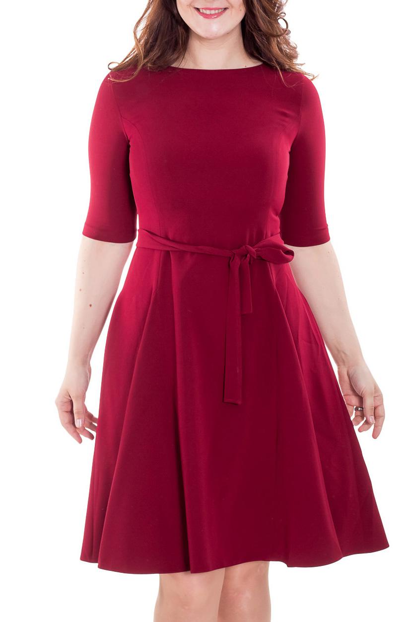 ПлатьеПлатья<br>Прелестное платье из плательного материала с эластаном бордового цвета прекрасно подойдет для праздничного вечера. Горловина обработана обтачкой, рукав до локтя, широкая, летящая юбка с клиньями годе, на спинке потайная молния 50 см. Платье дополнено поясом.  Цвет: бордовый  Рост девушки-фотомодели 180 см.<br><br>Горловина: С- горловина<br>По длине: Ниже колена<br>По материалу: Вискоза<br>По рисунку: Однотонные<br>По силуэту: Полуприталенные<br>По стилю: Повседневный стиль<br>По форме: Платье - трапеция<br>По элементам: С поясом<br>Рукав: До локтя<br>По сезону: Осень,Весна,Зима<br>Размер : 52,54<br>Материал: Плательная ткань<br>Количество в наличии: 2
