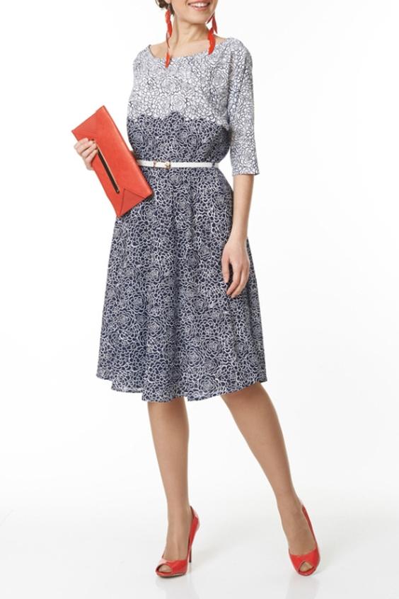 ПлатьеПлатья<br>Милое платье с круглой горловиной и рукавами 3/4. Модель выполнена из приятного материала. Отличный выбор для повседневного гардероба. Платье без пояса.  В изделии использованы цвета: синий, белый  Ростовка изделия 170 см.<br><br>Горловина: С- горловина<br>По длине: Ниже колена<br>По материалу: Тканевые<br>По рисунку: Растительные мотивы,С принтом,Цветные,Цветочные<br>По силуэту: Полуприталенные<br>По стилю: Повседневный стиль<br>По форме: Платье - трапеция<br>Рукав: Рукав три четверти<br>По сезону: Осень,Весна,Зима<br>Размер : 44,46,52<br>Материал: Плательная ткань<br>Количество в наличии: 10