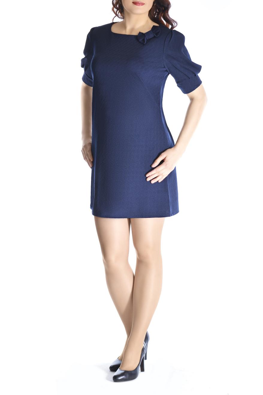 ПлатьеПлатья<br>Вашу женственность и изящество подчеркнёт это великолепное платье А-силуэта из фактурного трикотажа. Горловина украшена декоративным банктиком. На спинке капелька. Рукав фонарик на манжете. Вырез горловины лодочка. Рукав 1/2.   Длина изделия 85-87 см.   Ткань - плотный трикотаж, характеризующийся эластичностью, растяжимостью и мягкостью.  Цвет: синий  Рост девушки-фотомодели 170 см<br><br>Горловина: С- горловина<br>По длине: До колена<br>По материалу: Вискоза,Трикотаж<br>По образу: Город,Свидание<br>По рисунку: Однотонные,Фактурный рисунок<br>По силуэту: Свободные<br>По стилю: Повседневный стиль<br>По форме: Платье - трапеция<br>По элементам: С декором,С манжетами<br>Рукав: До локтя<br>По сезону: Осень,Весна<br>Размер : 44,46,48,50<br>Материал: Жаккард<br>Количество в наличии: 4