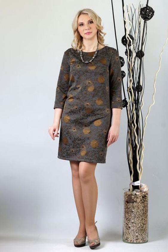 ПлатьеПлатья<br>Это стильное платье полуприлегающего кроя станет идеальным выбором для современных леди. Его неброская расцветка позволит носить такую модель в офис или на различные официальные мероприятия. Плотный трикотаж, из которого пошито платье, подарит его обладательнице тепло и комфорт в холода. А изысканность и элегантность этой модели покорит сердца даже самых требовательных модниц.  Перед с нагрудной вытачкой из бокового шва. Спинка со средним швом. Горловина округлая, обработана широкими двойными кокетками. Рукава втачные, длиной 3/4, обработаны манжетой.  Длина изделия: до 50 размера - около 90,0 см; после 50 размера – около 95,0 см.  В изделии использованы цвета: серый, коричневый  Ростовка изделия 170 см.<br><br>Горловина: С- горловина<br>По длине: До колена<br>По материалу: Трикотаж<br>По рисунку: С принтом,Цветные<br>По силуэту: Полуприталенные<br>По стилю: Повседневный стиль<br>По форме: Платье - трапеция<br>По элементам: С разрезом<br>Разрез: Шлица<br>Рукав: Рукав три четверти<br>По сезону: Осень,Весна,Зима<br>Размер : 46,50<br>Материал: Трикотаж<br>Количество в наличии: 2