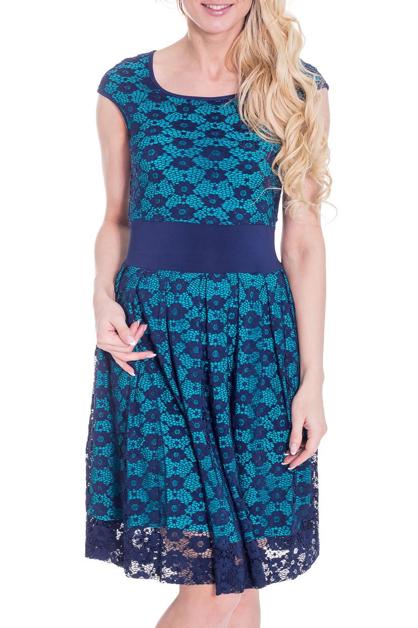 ПлатьеПлатья<br>Красивое платье с круглой горловиной и короткими рукавами. Модель выполнена из приятного трикотажа и ажурной гипюровой сетки. Платье будет отличным дополнением в Вашем гардеробе.  Цвет: голубой, синий  Рост девушки-фотомодели 170 см.<br><br>Горловина: С- горловина<br>По длине: До колена<br>По материалу: Вискоза,Гипюровая сетка,Трикотаж<br>По образу: Свидание<br>По рисунку: Цветные<br>По сезону: Весна,Зима,Лето,Осень,Всесезон<br>По силуэту: Полуприталенные<br>По стилю: Повседневный стиль<br>По форме: Платье - трапеция<br>По элементам: С подкладом<br>Рукав: Короткий рукав<br>Размер : 46<br>Материал: Холодное масло + Гипюровая сетка<br>Количество в наличии: 1