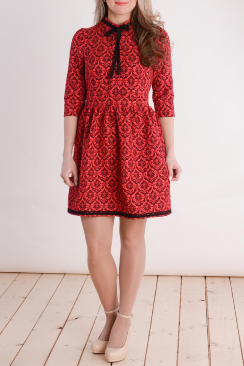 ПлатьеПлатья<br>Цветное платье с контрасной декоративной отделкой. Модель выполнена из приятного материала. Отличный выбор для любого случая.  В изделии использованы цвета: красный, черный  Длина изделия: 44 размер - 96 см. 46 размер - 97 см.  48 размер - 98 см.  50 размер - 99 см. 52 размер - 100 см.  Рост девушки-фотомодели 163 см.<br><br>Воротник: Стойка<br>По длине: До колена<br>По материалу: Тканевые<br>По рисунку: С принтом,Цветные<br>По силуэту: Полуприталенные<br>По стилю: Повседневный стиль<br>По форме: Платье - трапеция<br>По элементам: С декором<br>Рукав: Рукав три четверти<br>По сезону: Осень,Весна<br>Размер : 44,46<br>Материал: Плательная ткань<br>Количество в наличии: 2