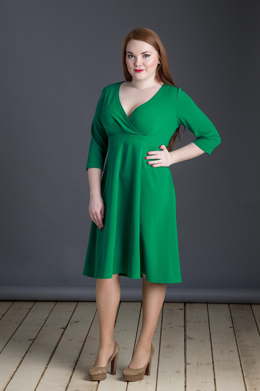 ПлатьеПлатья<br>Однотонное платье с V-образной горловиной и рукавами 3/4. Модель выполнена из приятного материала. Отличный вариант для любого случая.  Ширина рукава в 56 размере 17 см.  В изделии использованы цвета: зеленый  Длина изделия: 44 размер - 93 см 46 размер - 94 см 48 размер - 95 см 50 размер - 96 см 52 размер - 97 см 54 размер - 98 см 56 размер - 99 см  Рост девушки-фотомодели 164 см.<br><br>Горловина: V- горловина,Запах<br>По длине: Ниже колена<br>По материалу: Тканевые<br>По рисунку: Однотонные<br>По силуэту: Приталенные<br>По стилю: Кэжуал,Повседневный стиль<br>По форме: Платье - трапеция<br>По элементам: С завышенной талией<br>Рукав: Рукав три четверти<br>По сезону: Осень,Весна<br>Размер : 44,46,48,52,54,56<br>Материал: Плательная ткань<br>Количество в наличии: 6